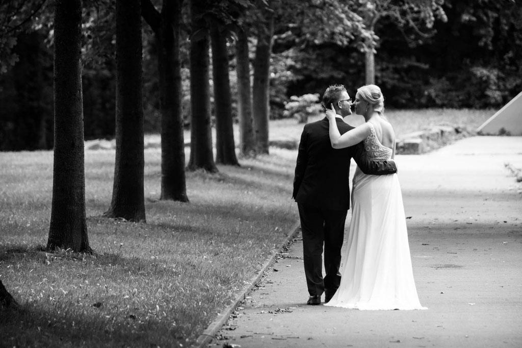 Hochzeitsbild gelassen in die Ehe Fotograf Wuppertal NRW Zweisamkeit Remscheid