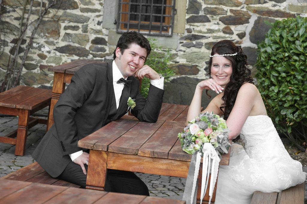 Hochzeitsfotograf Brautfotos Schloss Burg Solingen Wuppertal NRW Braut und Bräutigam