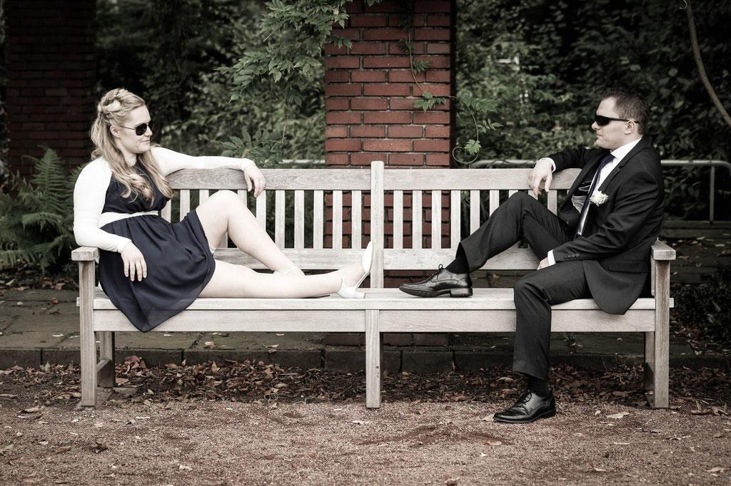 Hochzeit Fotograf  Cooles Brautpaar Standesamt Sonnenbrille Düsseldorf NRW