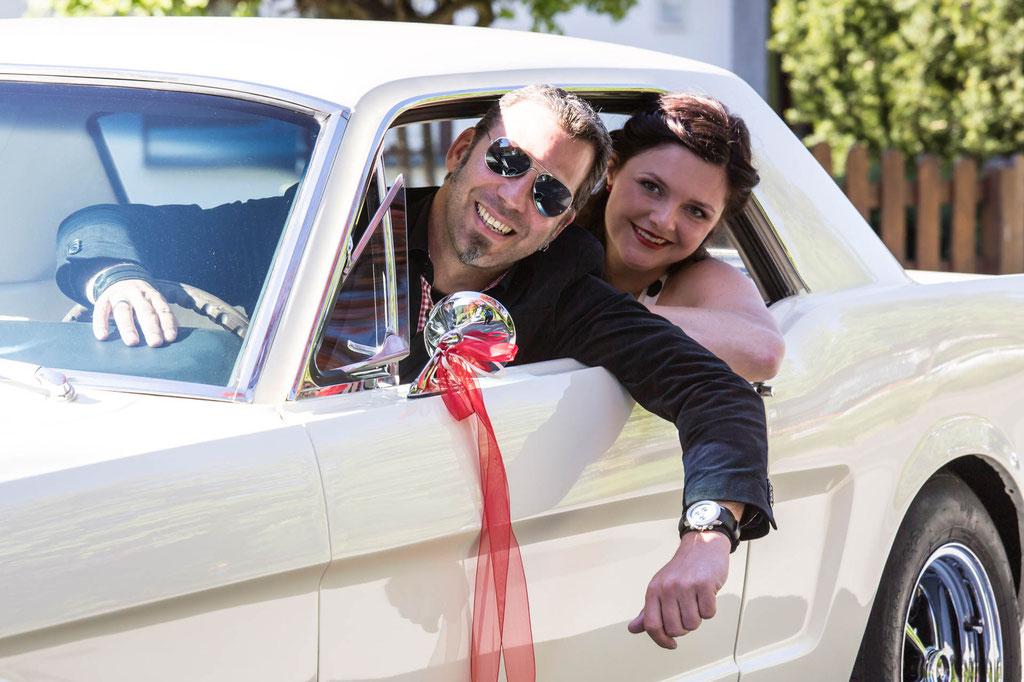 Hochzeitsfoto in Mustang Pin Up Fotograf Siegen Siegerland NRW