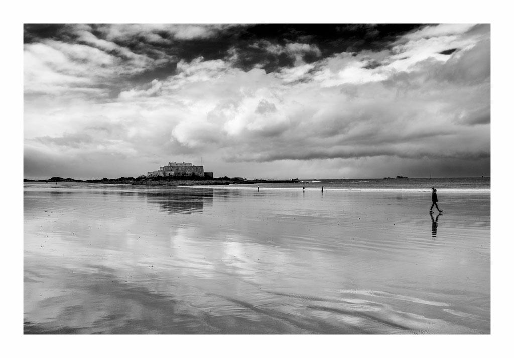 Saint Malo - fort Gand bé et plage.