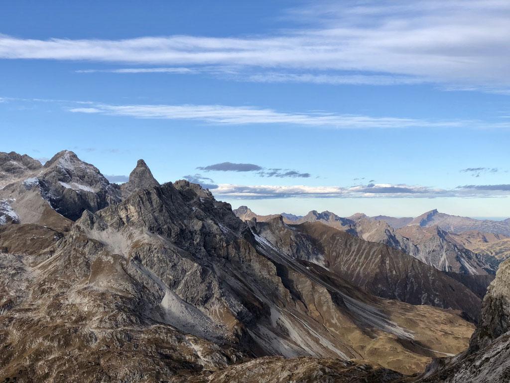 08.11.2018 Aussicht vom Mädelejoch auf Trettachspitze und Mädelegabel