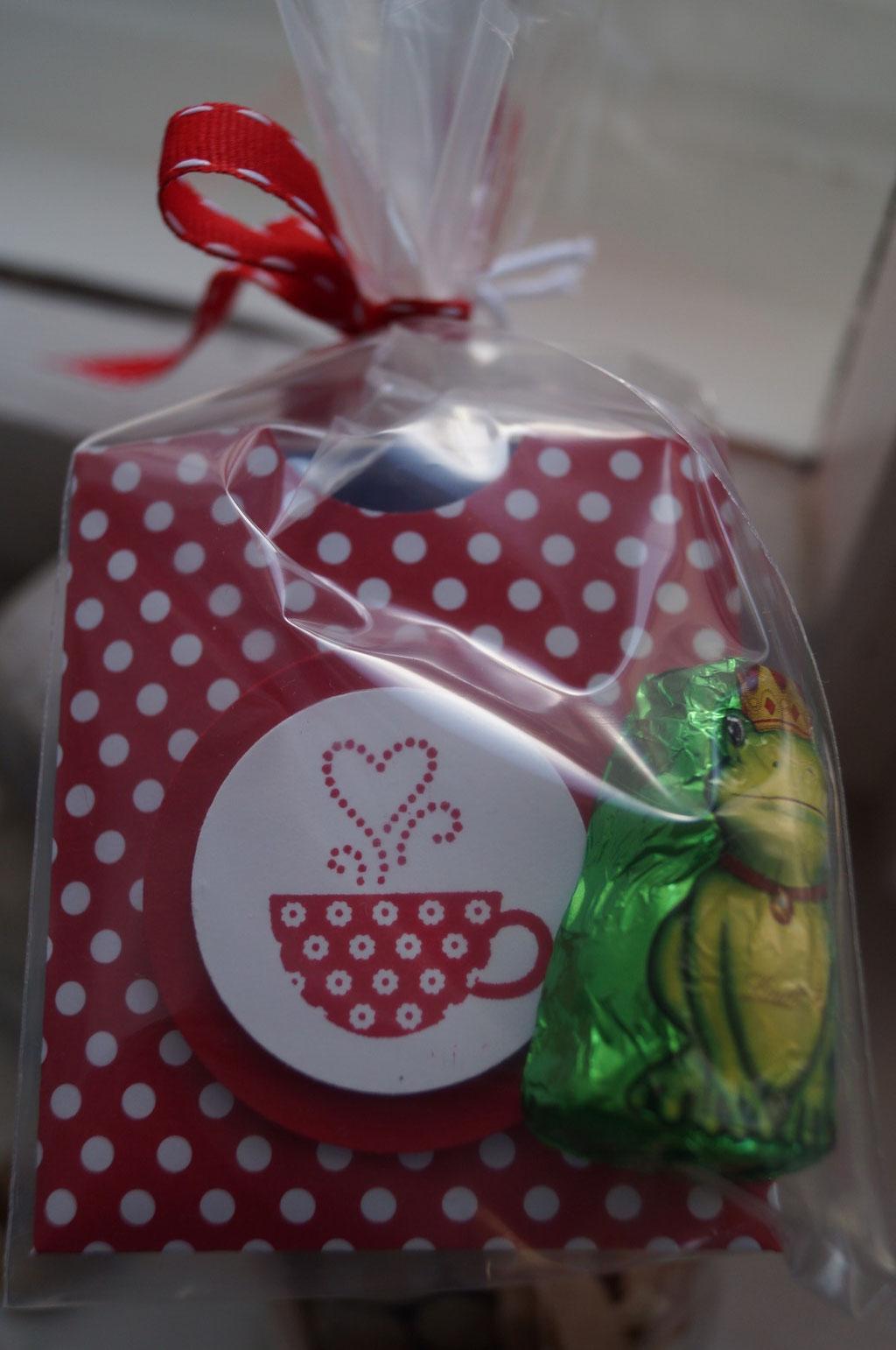 Teebeutel verpackt und verschönert & Froschschokolade zur schnelleren Genesung - Patricia Stich 2015