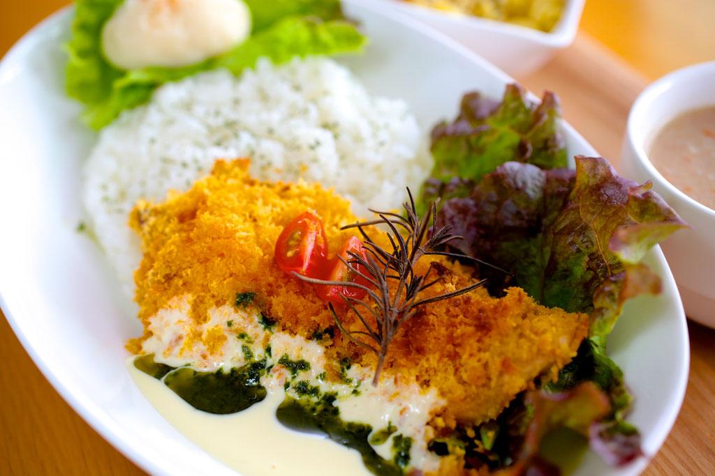 近海魚の香草パン粉 ¥900