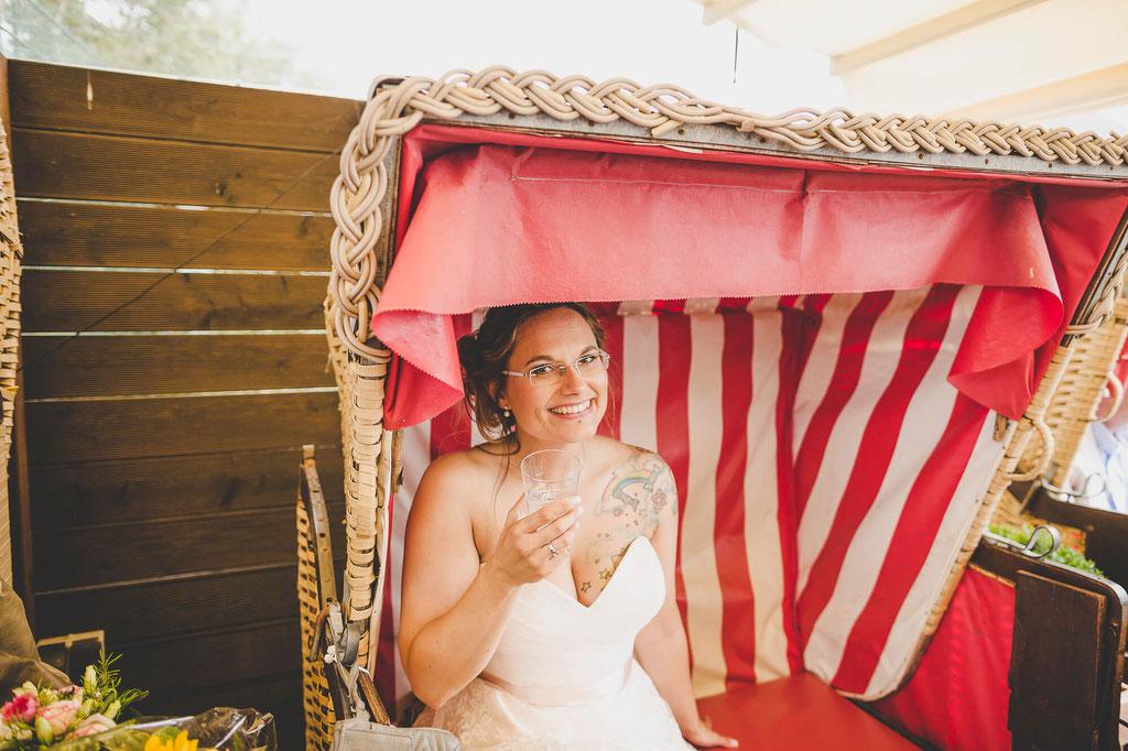 Braut im Strandkorb