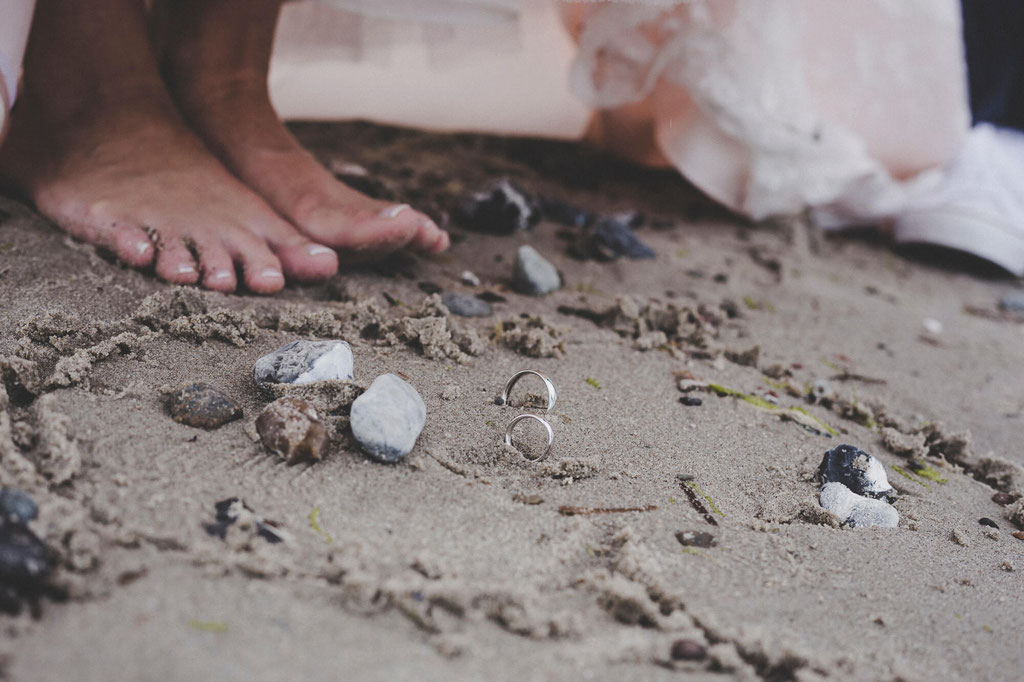 Braut Füße mit Eheringen