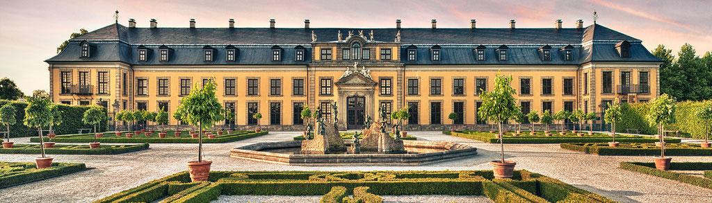 Schloss, 210 x 60 cm  ·  Leinwand auf Keilrahmen: € 1.010,- · Aludibond: € 1.260,- ·Acrylglas auf Aludibond: € 1.530,-  · © Stefan Korff