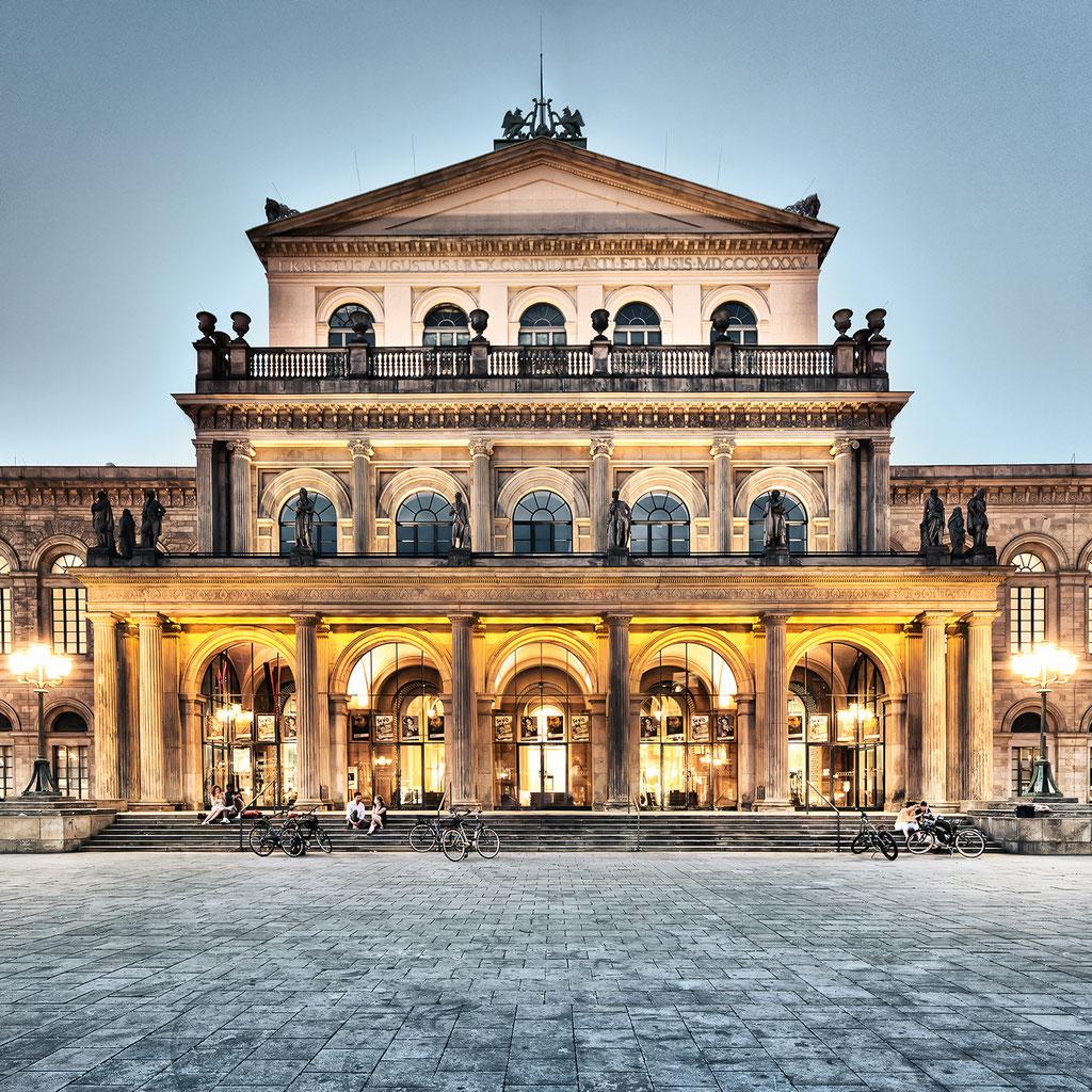 Oper, 95 x 95 cm  ·  Leinwand auf Keilrahmen: € 660,- · Aludibond: € 830,- ·Acrylglas auf Aludibond: € 990,-  · © Stefan Korff