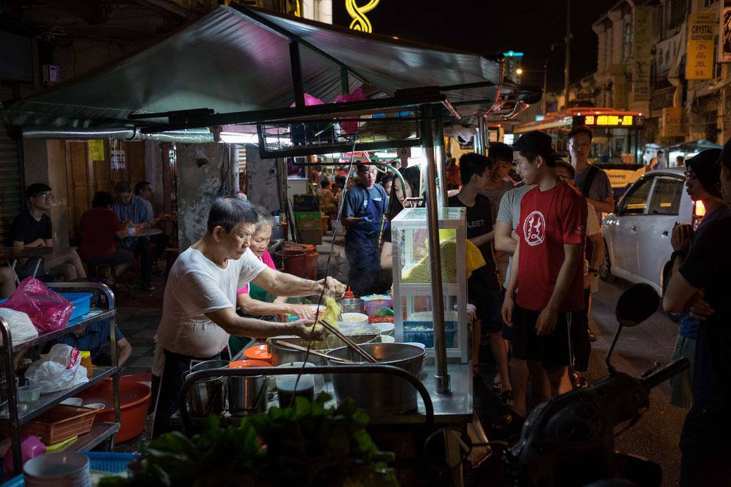 Wenn wir die beiden sehen, haben wir Herzchen in den Augen. Wirklich jeden Abend sind wir zu den beiden gegangen und haben ihre fantastische weltbeste Wan Tan Mee Suppe gegessen.
