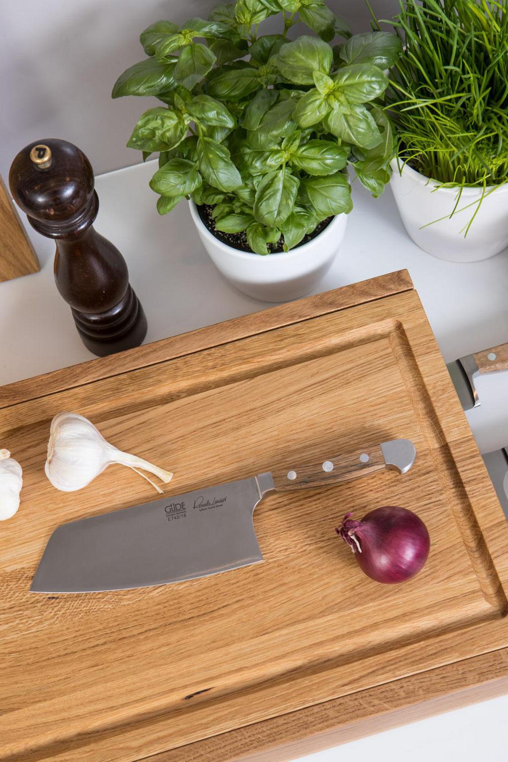 Jack und Lucy Workstation ONE das multifunktionelle Schneidebrett optimiert den Workflow in Deiner Küche, handgemacht aus Eiche