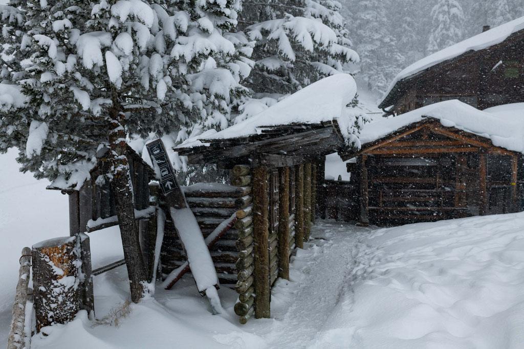 Nebengebäude vom Restaurant Zur Sennhütte am Oeschinensee in Kandersteg, Schweiz