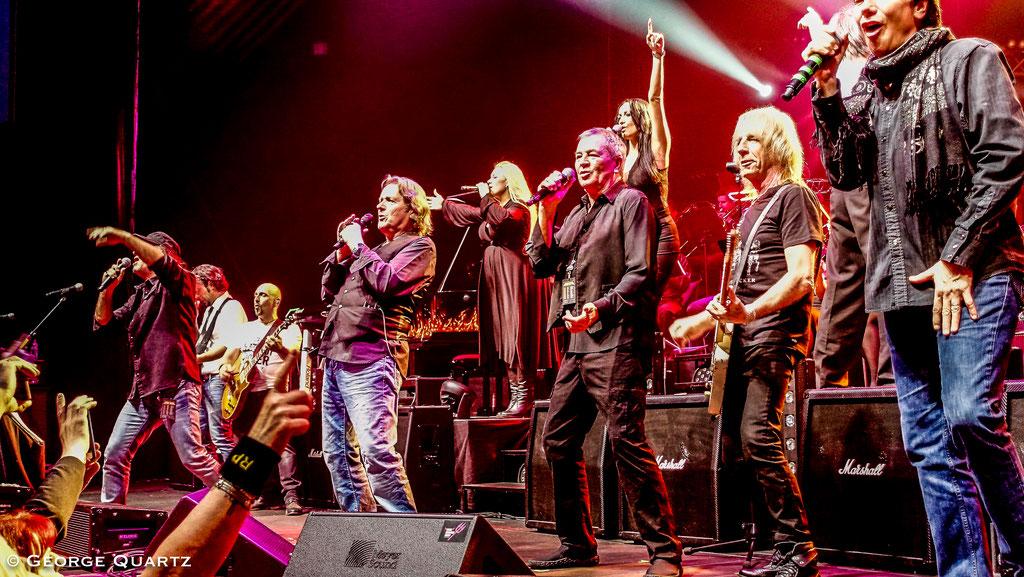 "from left: Marc Storace (Krokus), John Wetton (Asia), Ian Gillan (Deep Purple), Eric Martin (Mr. Big), Rick Parfitt (Status Quo) - ""Rock meets Classic"" 2015"