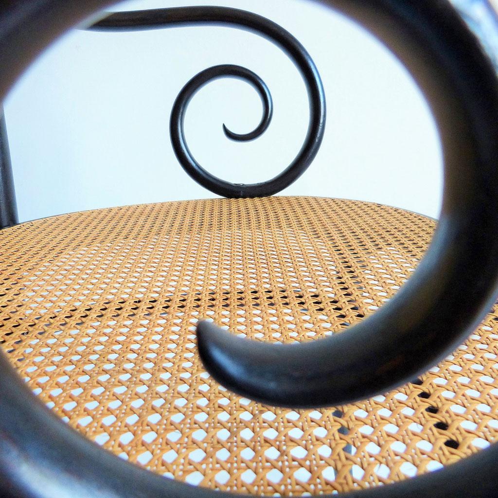 Fauteuil canné Thonet / Thonet caned armchair