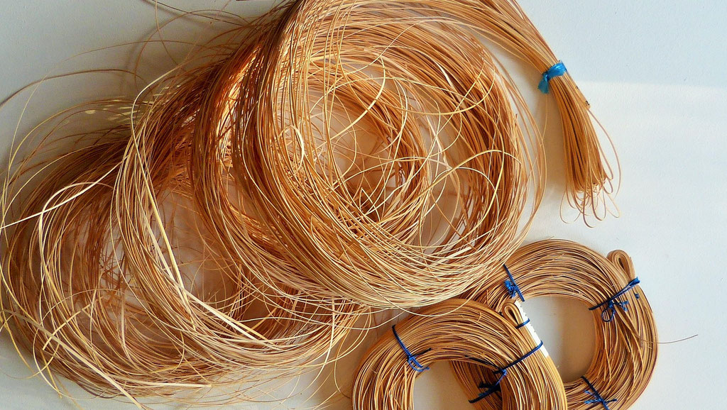 Canne pour cannage traditionnel six brins / Cane for the six strands traditional caning.
