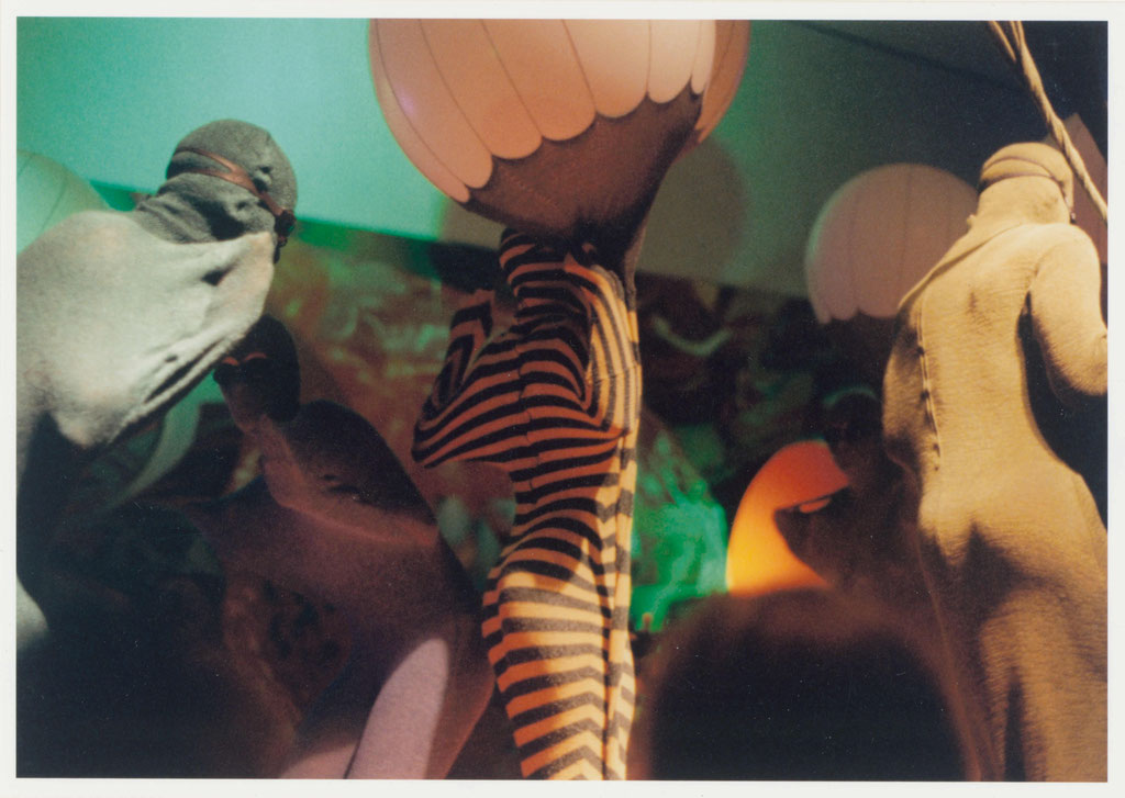 Gertrude Goroncy, Ohne Titel (Deep Diving for Whales, Deutsche Guggenheim), C-Print, 1997, © Gertrude Goroncy