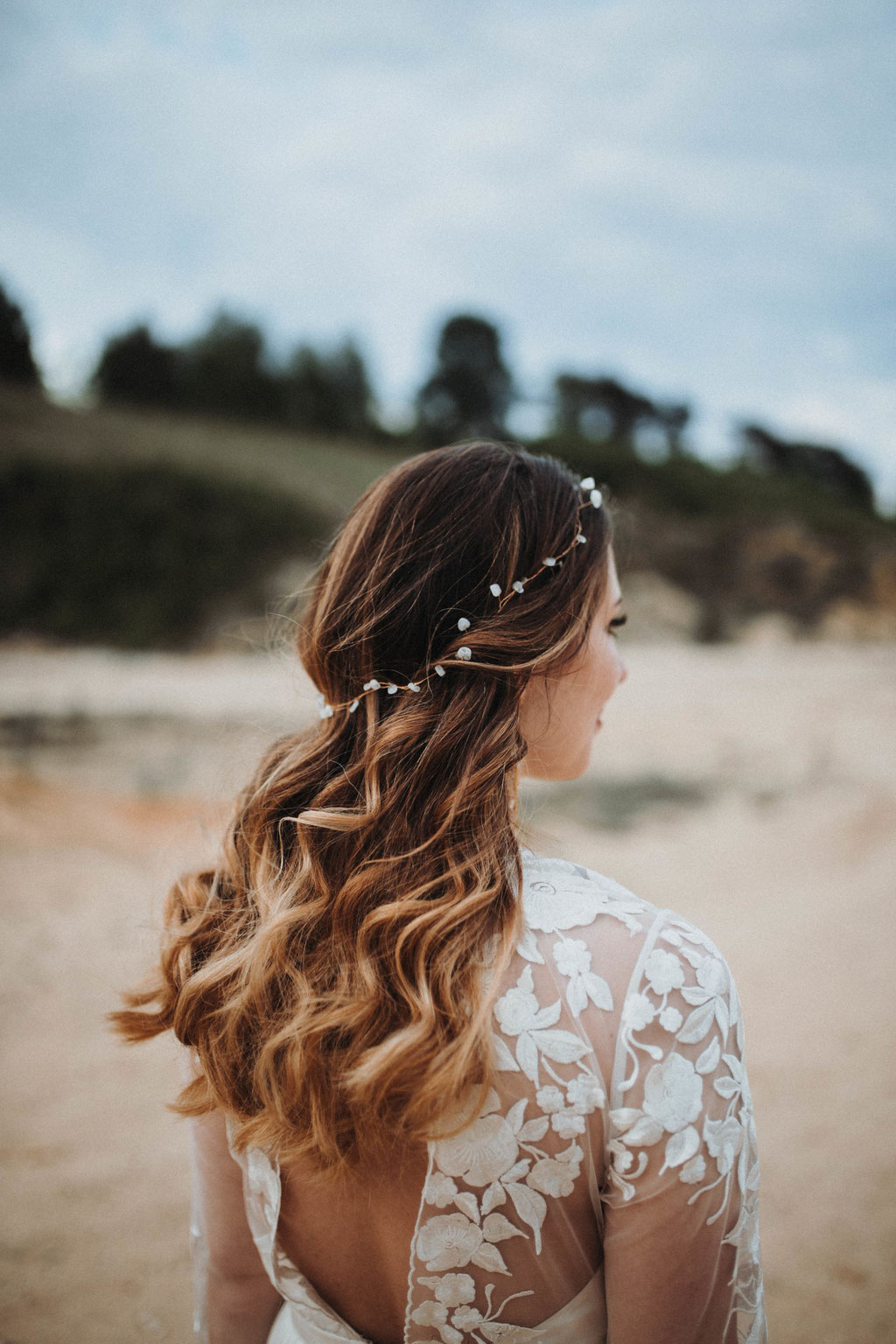 Headband with rainbow Moonstone - Photo by Elena Peters Fotografie