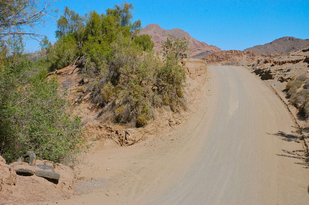 Die Schotterstrasse am Oranje River entlang ist zur Zeit in gutem Zustand