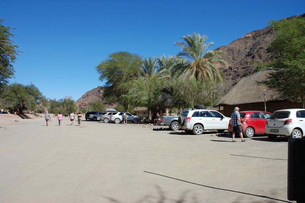 Hotel, Camping und diverse Thermal Bäder sind vorhanden. Hier lässt es sich ohne weiteres 2 - 3 Tage verbringen.