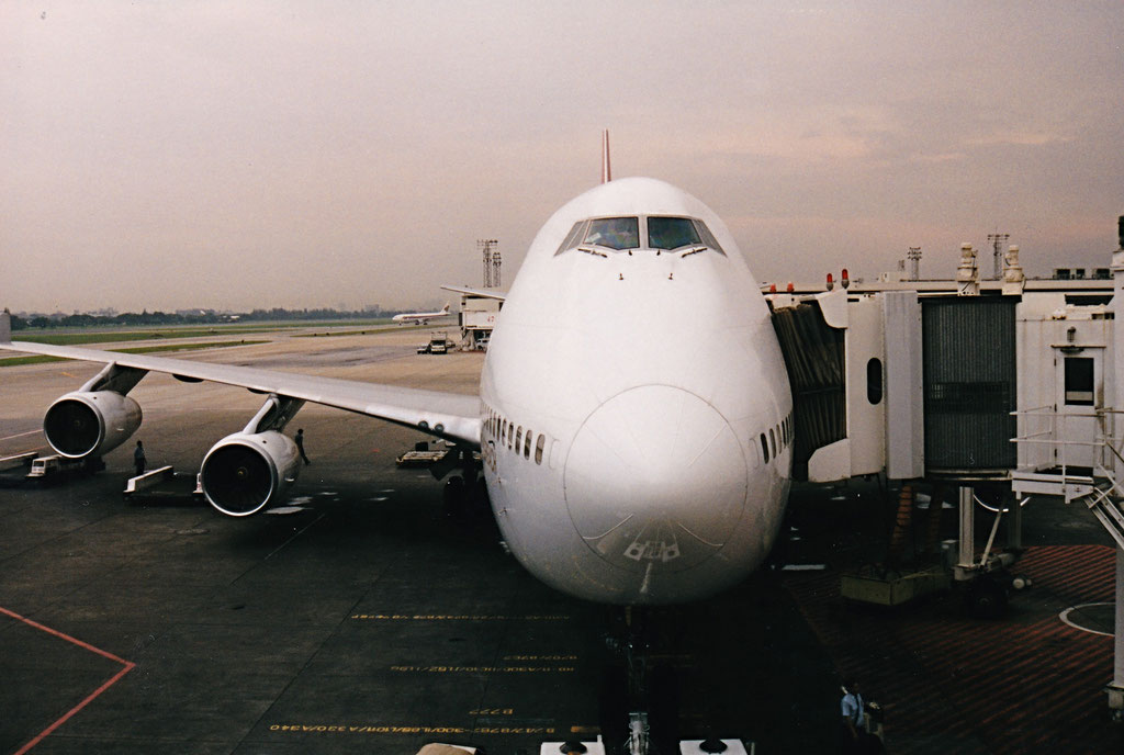 FLUG FRANKFURT - BANGKOK - SINGAPORE MIT BOEING 747 VON QANTAS