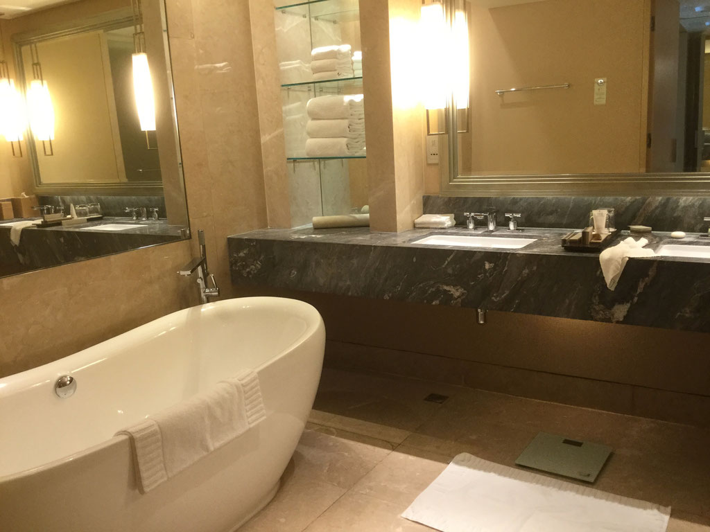 UNSER CLUB ROOM IM MARINA BAY SANDS HOTEL