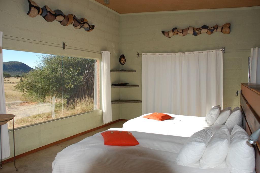 Viel Platz und sehr sauber sind die Bungalows in der Okonjima Lodge