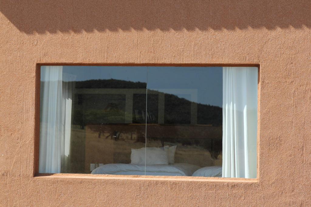 Blick aus dem Schlafzimmer direkt in die Savanne