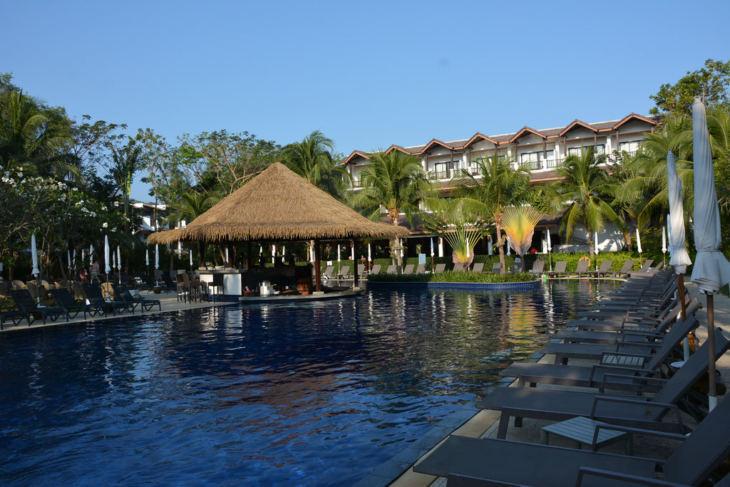 POOLANLAGE IM KAMALA BEACH RESORT