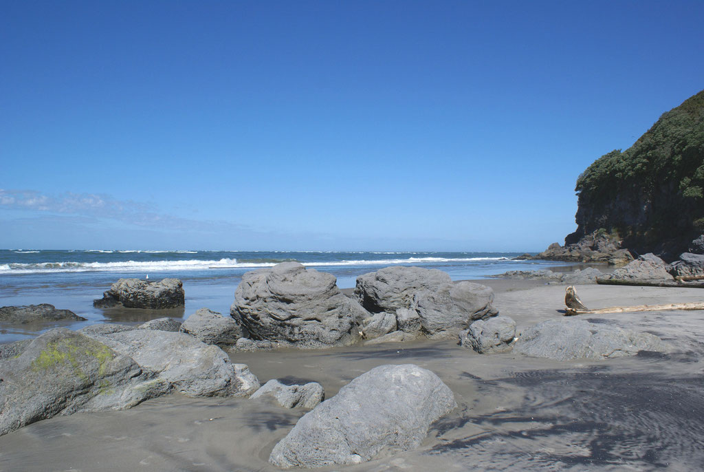 TAPU BEACH COROMANDEL, BAY OF PLENTY