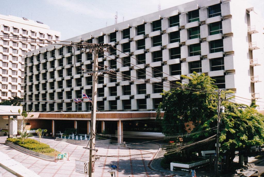 WIR HABEN UNS IM MERIDIEN HOTEL IN BANGKOK EIGEBUCHT