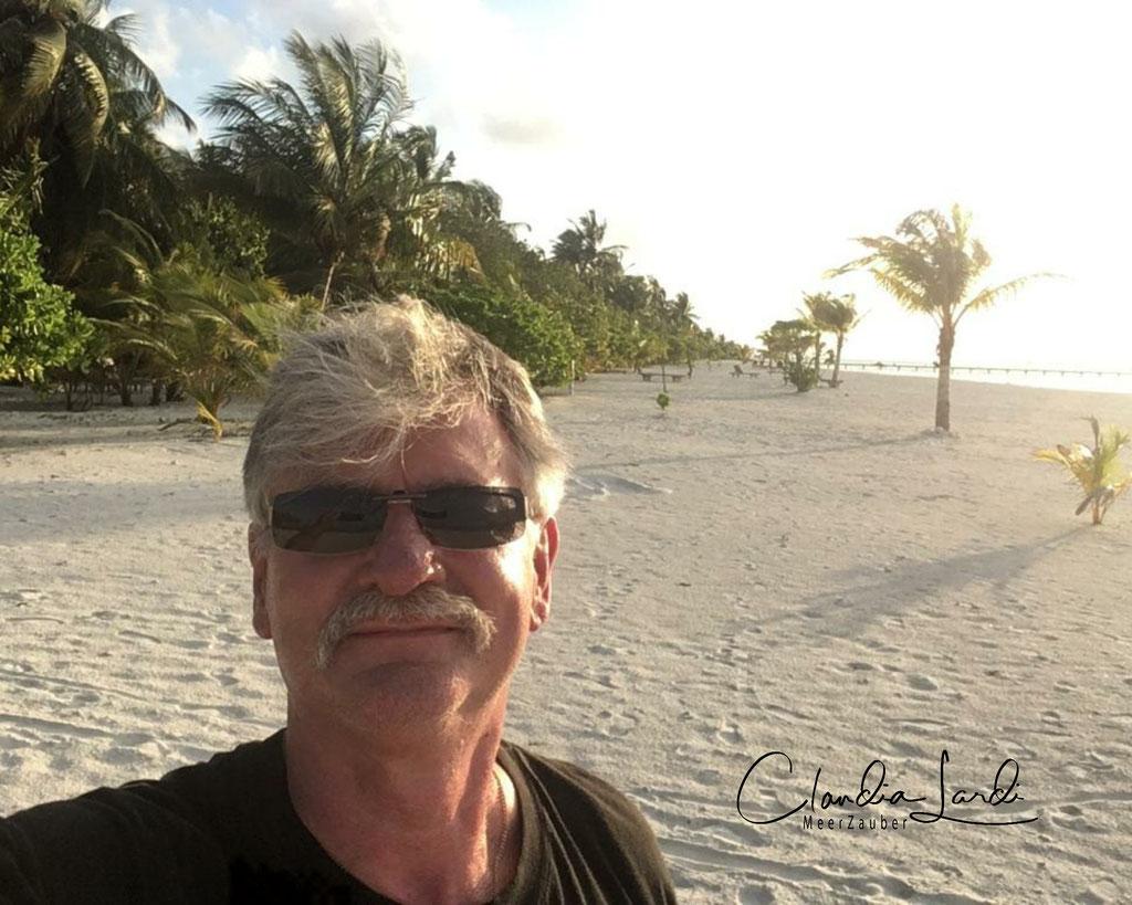 Hans Schürzeberg, Holzminden, Freund der Familie, er ist damals schon mit meinen Eltern getaucht in den Malediven, Holiday Island Malediven