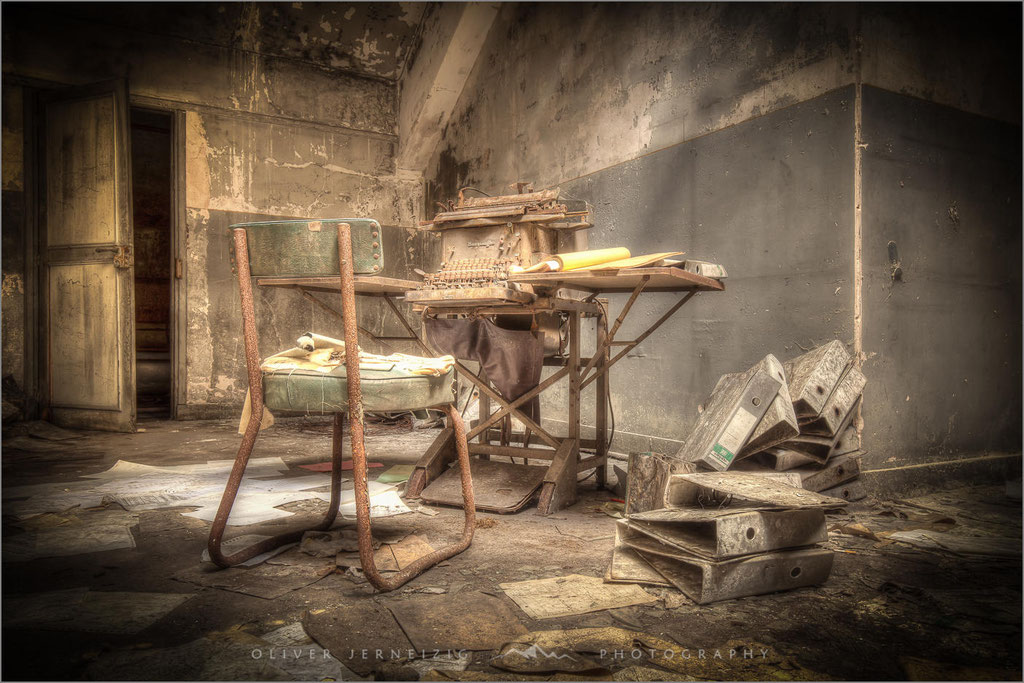 Bureau Central, Lost Place,  Industrie, Industry, Frankreich, France,  © Oliver Jerneizig