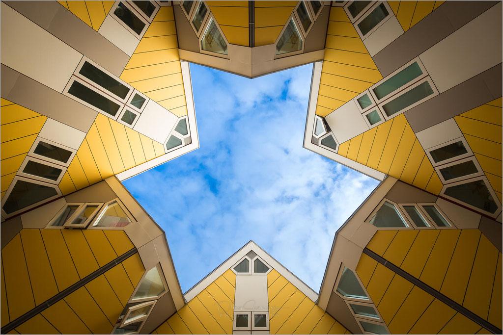 """Die """"Cube Houses"""" Wohngebäude in Rotterdam, Niederlande  © Oliver Jerneizig"""