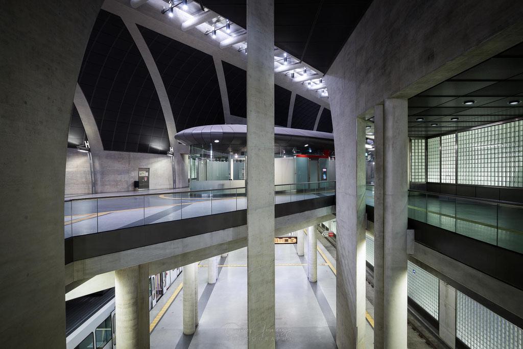 """Architektur in der U-Bahn-Haltestelle """"Heumarkt"""" der KVB in Köln, Deutschland     © Oliver Jerneizig"""