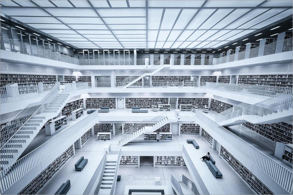 Stadtbibliothek am Mailänder Platz in Stuttgart, Baden-Württemberg    © Oliver Jerneizig