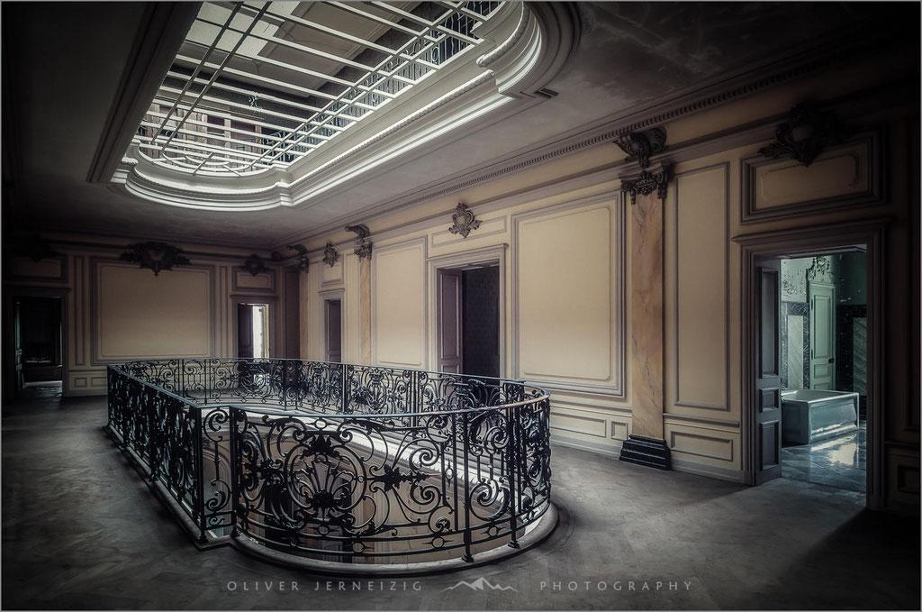 Chateau Lumière, Lumiere, Lost Place, Villa, Frankreich, France,  © Oliver Jerneizig