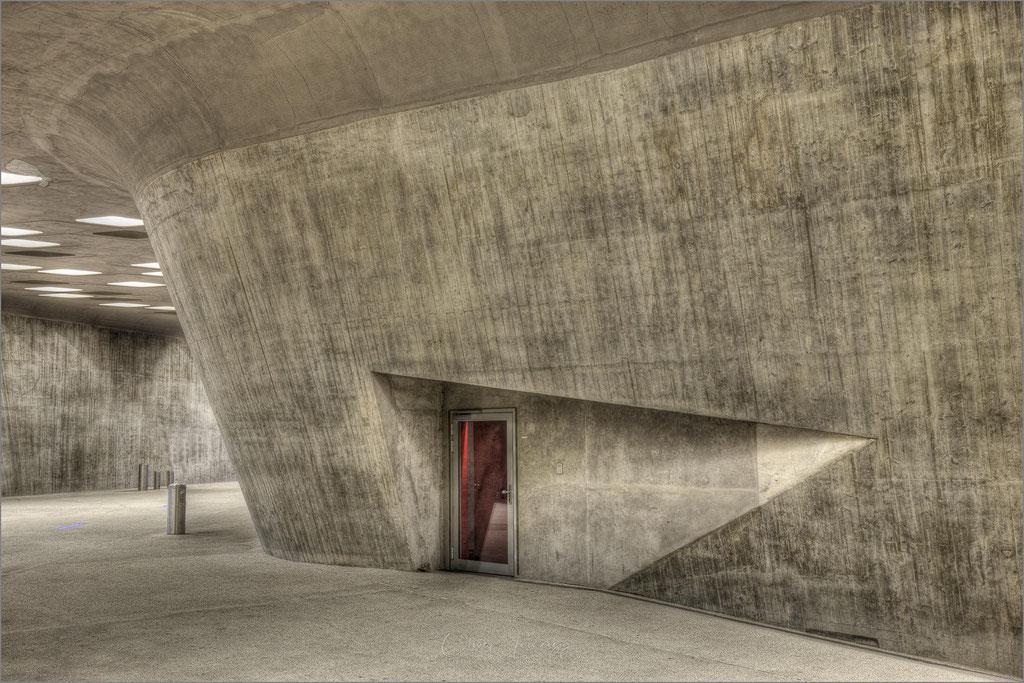 """Das Wissenschaftsmuseum """"Phaeno"""" in Wolfsburg, Niedersachsen  © Oliver Jerneizig"""