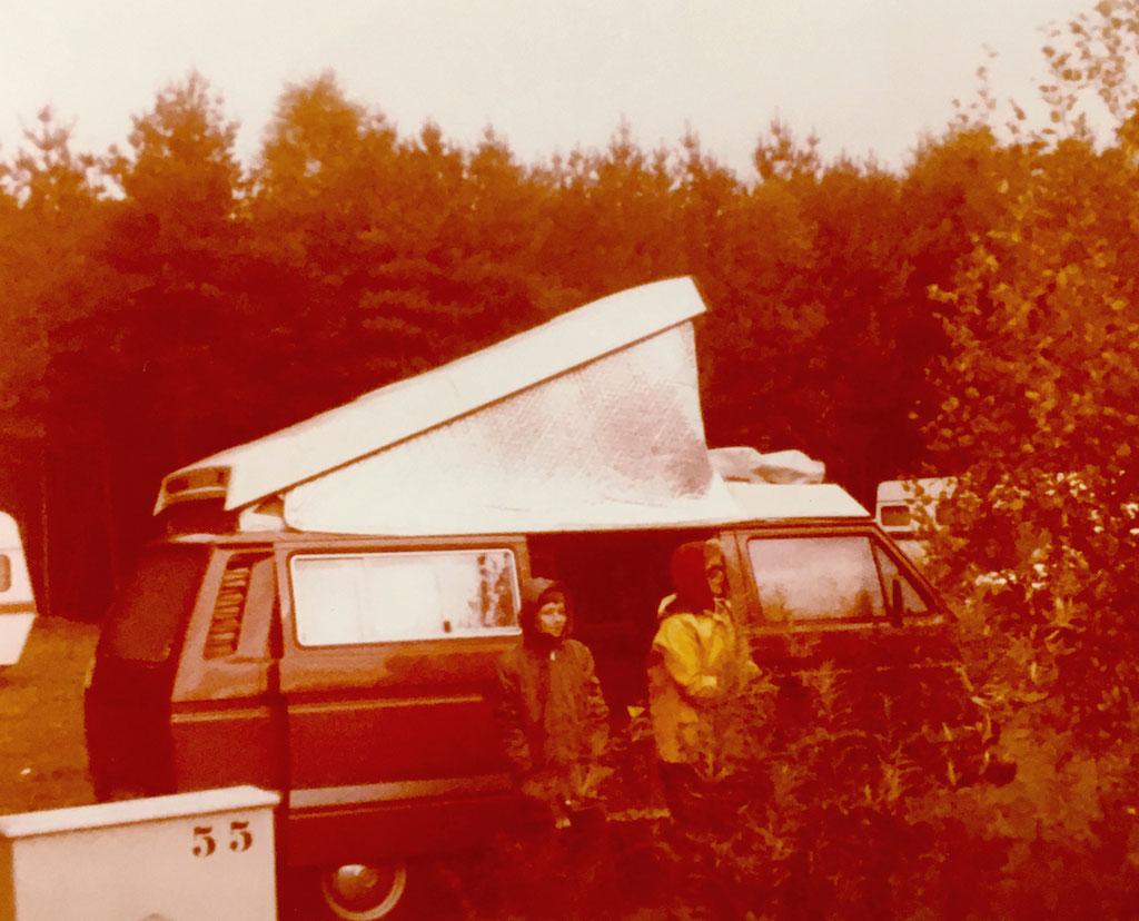 1979 bis 1981 mit unserem T3 Westfalia Joker unterwegs. Hier meine Mutter und ich.