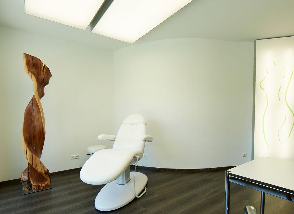 Welle aus Pflaume, Klinik für Ästhetisch-Plastische Chirurgie - Foto:  Bernhard Jung - www.LookWork.de