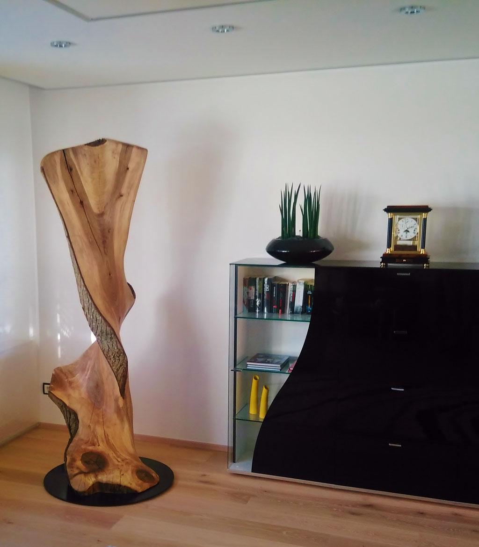 Objekt aus dem Stamm eines Walnußbaumes, ca. 205 cm