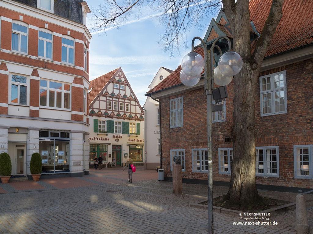Altstadt Eckernförde mit dem ältesten Kaffeehaus Eckernfördes. Hier wurde 1869 erstmals Kaffee ausgeschenkt.