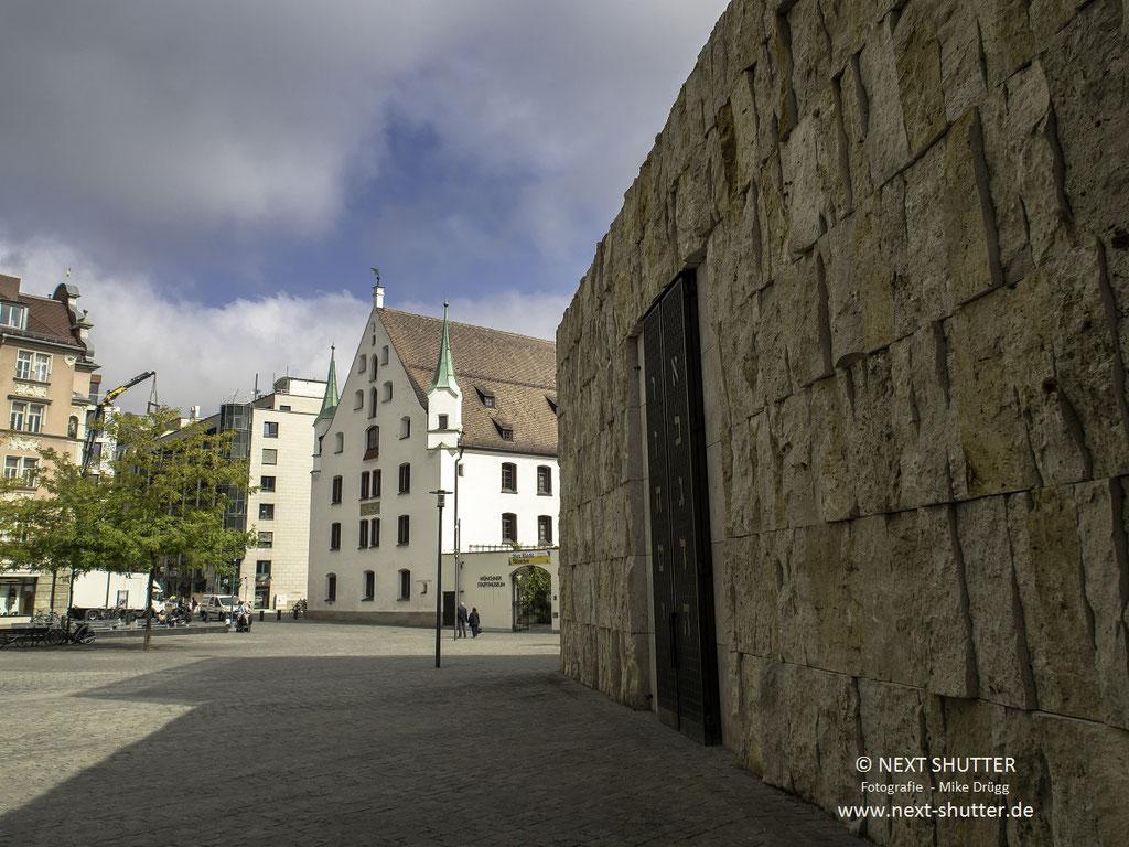 Die Synagoge, im Hintergrund das Mnchner Stadtmuseum