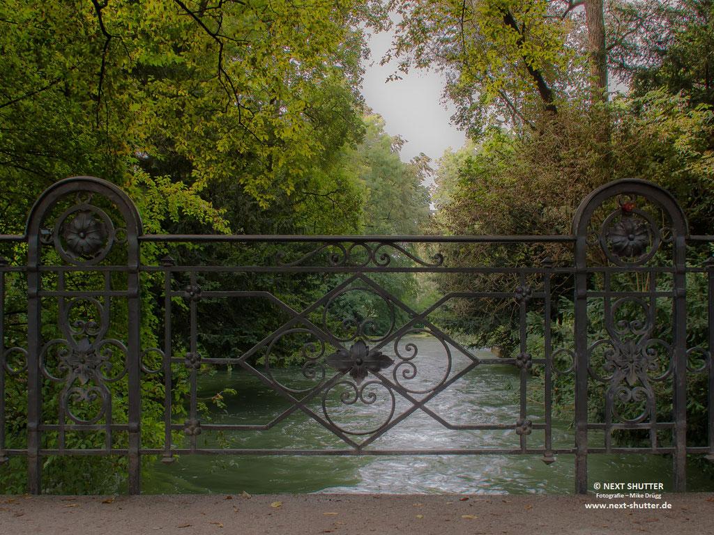 Der Englische Garten ist von Wasserwegen durchzogen