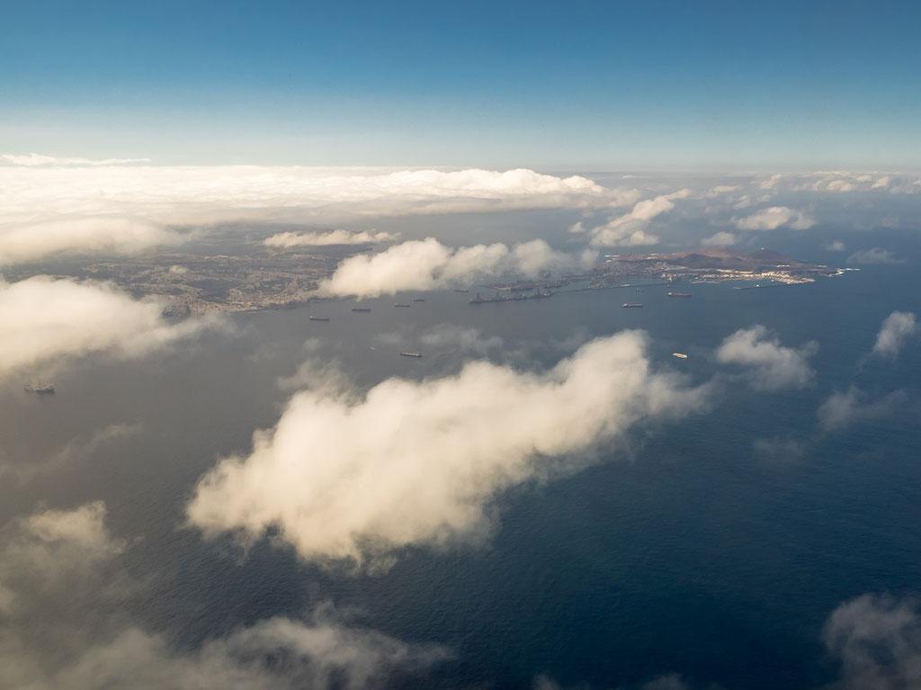 Blick auf die Reede und den Hafen von Las Palmas.