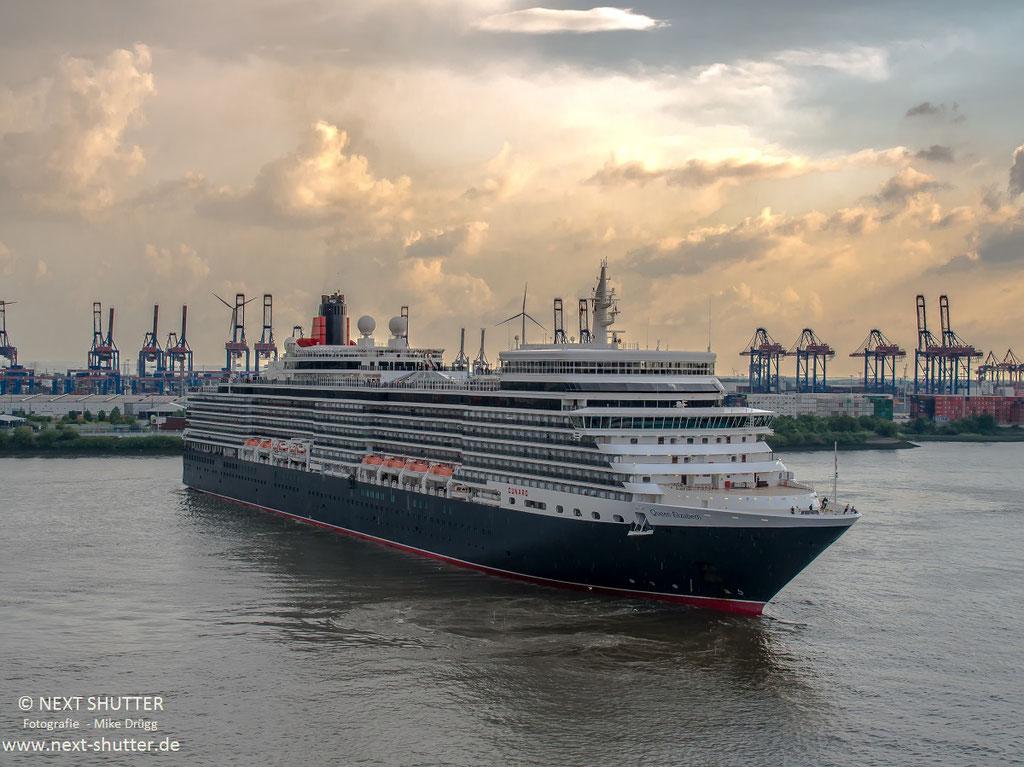 Nach dem das Schiff vor dem Köhlbrand gedreht hat, bereitet sich das Schiff für seine Reise in die baltische Region vor. Erster Bestimmungshafen wird Kopenhagen sein.