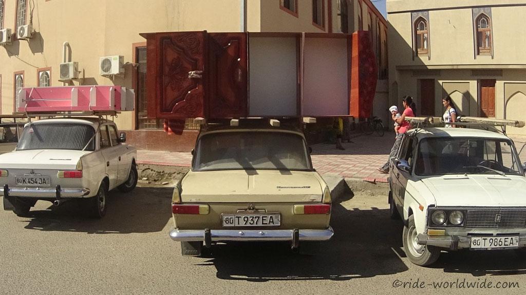 Die Usbeken transportieren wirklich alles auf ihren Dächern