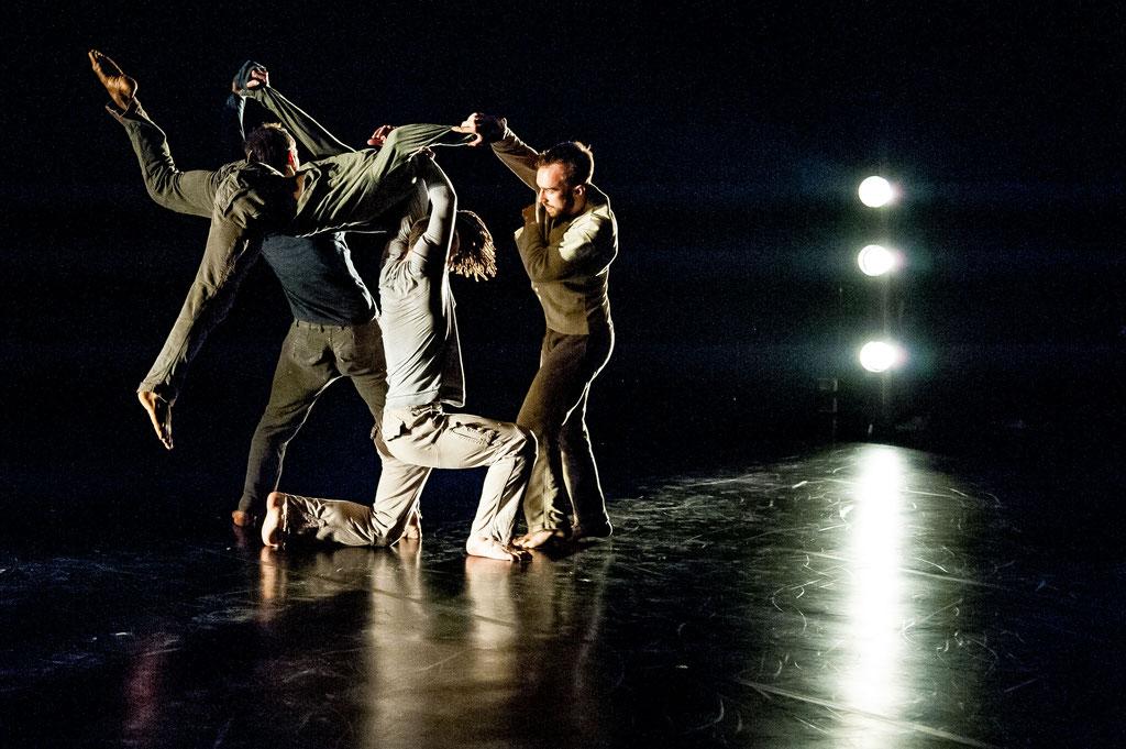 """James Wilton Dance & Junges Ensemble Vorarlberg """"Leviathan Evolution"""", Tanz Ist Surprises 2018, Spielboden Dornbirn (A)"""