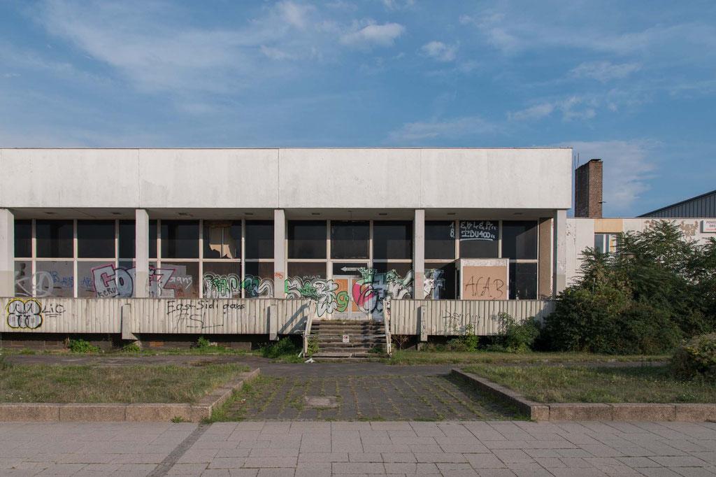 Betriebsgaststätte Robotron (Kollektiv Axel Magdeburg, Werner Schmidt), Dresden (D)