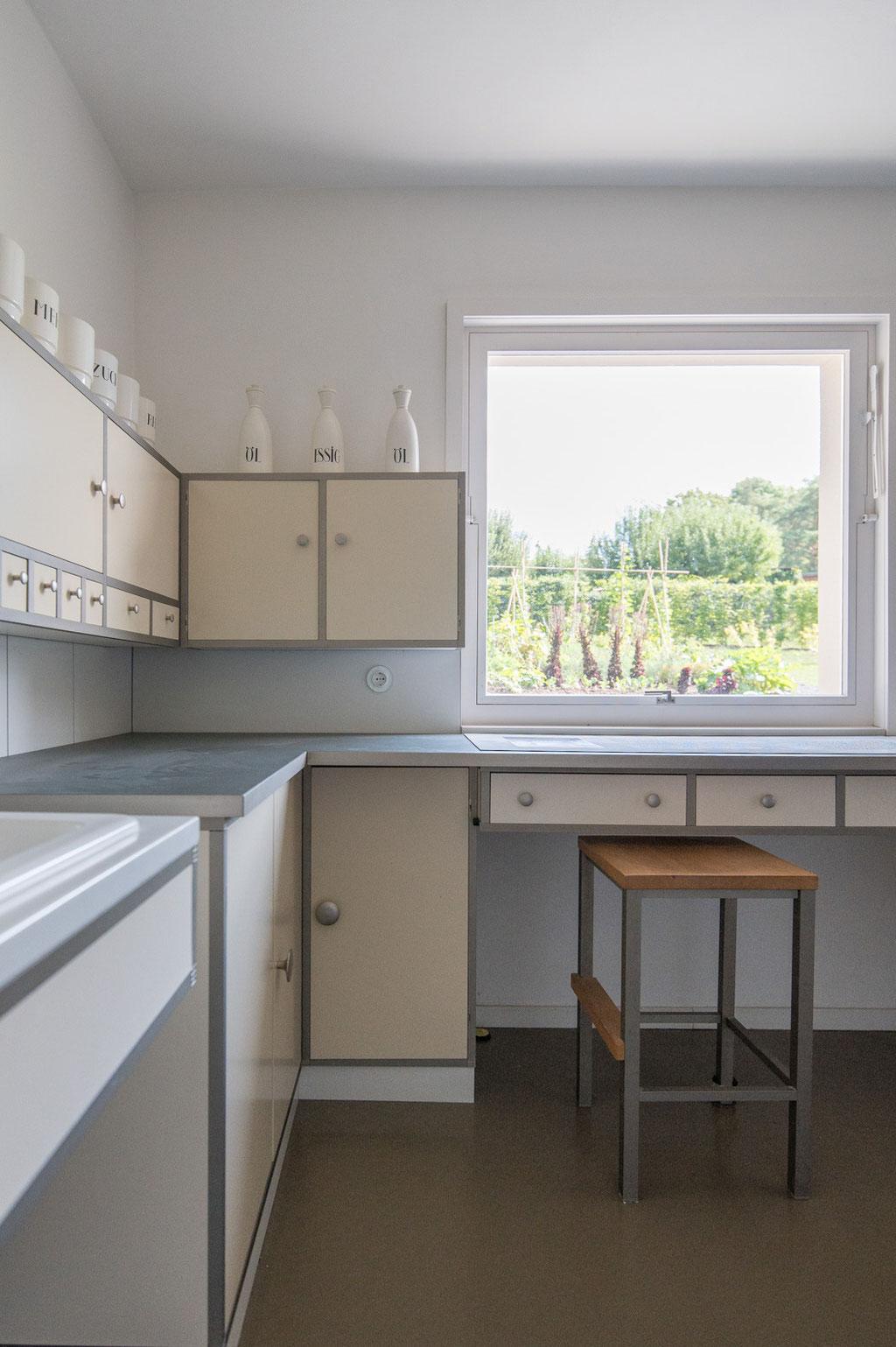Küche im Haus am Horn (Benita Otte, Ernst Gebhardt), Weimar (D)