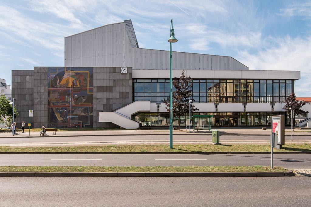 Haus der Berg- und Energiearbeiter, heute Lausitzhalle (Jens Ebert Kollektiv), Hoyerswerda (D)