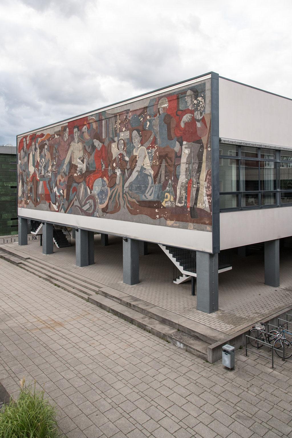 Lehrgebäude der Brandenburgischen Technischen Universität (Bruno Klemm), Glaskröselfassade (Gerhard Bondzin), Cottbus (D)